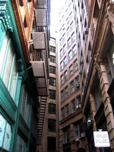 freedom trail boston 14. prawie przyklejone do siebie budynki