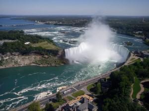 11 po stronie kanadyjskiej ze skylon tower