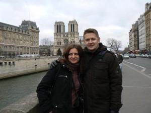 W tle Katedra Notre Dame
