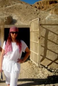 przed grobowcem tutenchamona