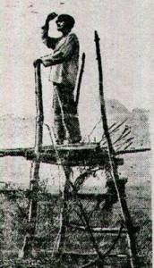Straznik kolchozowy pilnujacy zboza przed glodnymi chlopami
